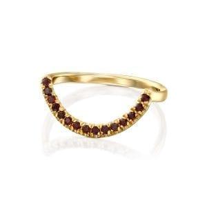 Arc ring with garnet stones
